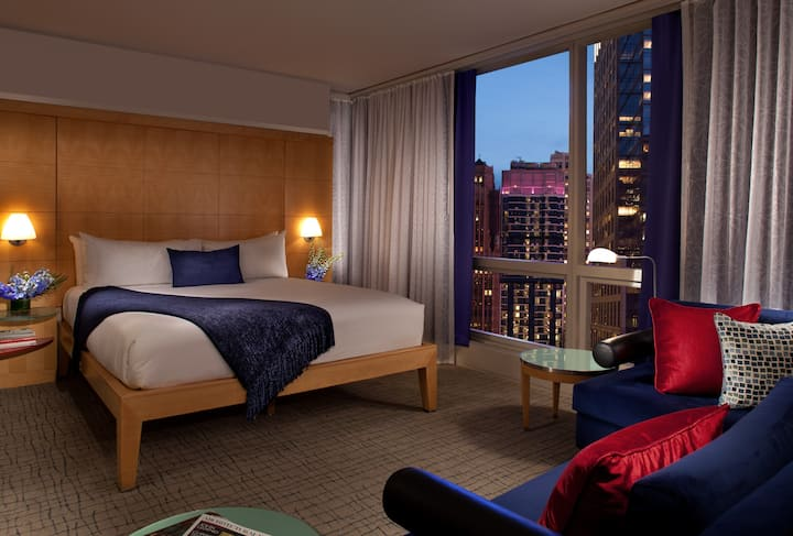 1 Floor - 7 Spacious Rooms in Times Square