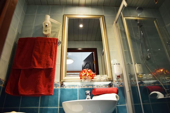 Small Red Mao Luxury Apartment
