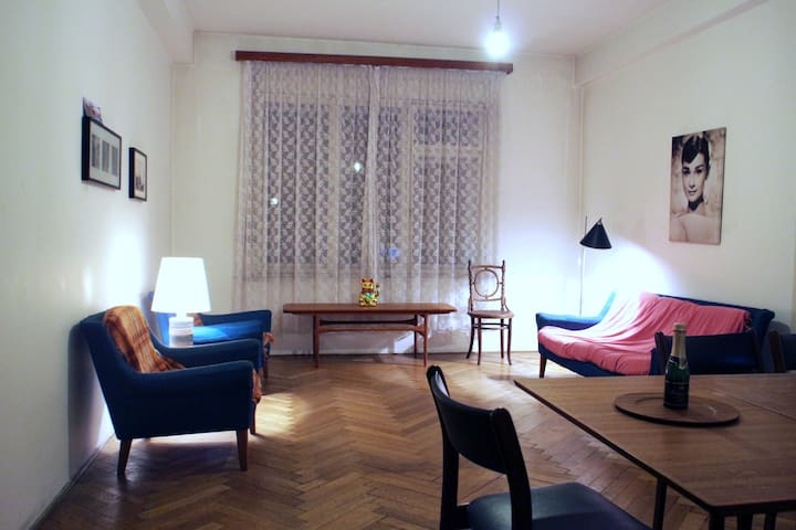 Huge flat in HIPSTER district - Prague - Apartment