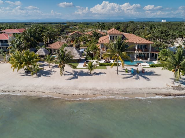 Luxury Beachfront 4 Bedroom Villa near Placencia