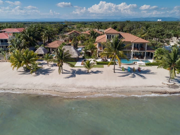 Luxury Beachfront 4 Bedroom Villa near Placencia