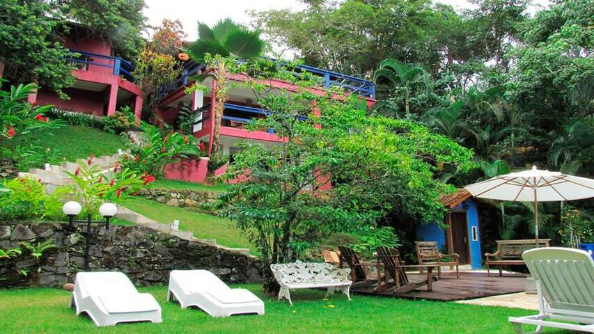 Casa na Costeira, Praia Barra do Sahy (3 suites)