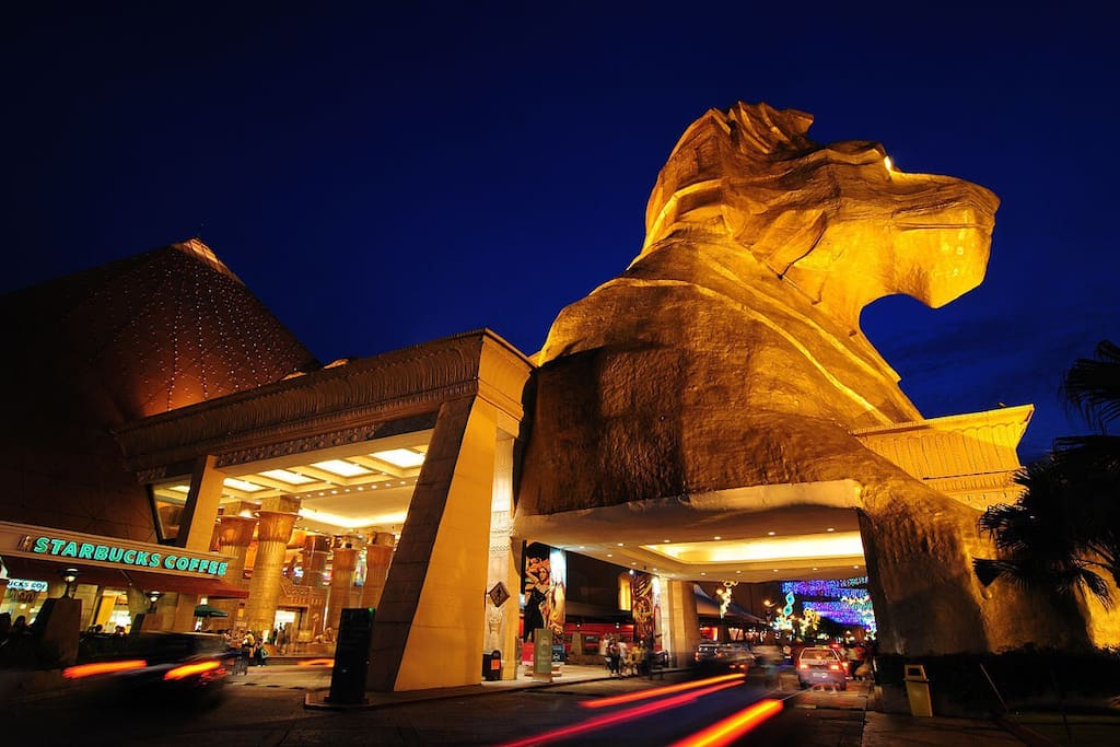 Sunway Pyramid, one of the famous shopping mall in Asia, is just 10 minutes away from E-tiara by taxi/bus.