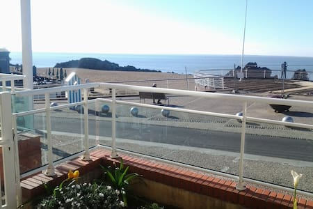 Sea front with direct acces to the beach