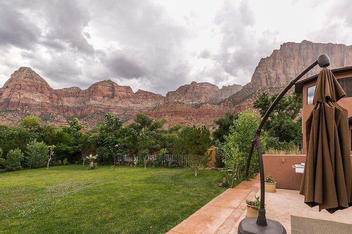 Hummingbird Villa in Zion Canyon