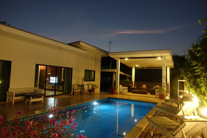 MOUNTAIN VIEW PRIVATE VILLA SPRING  SPECIAL OFFERS