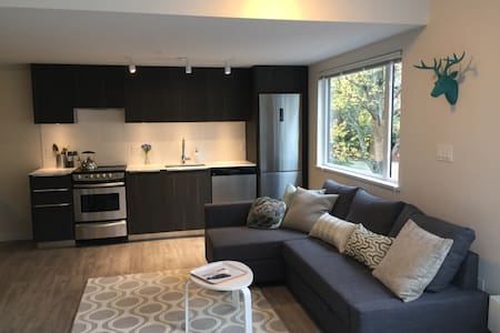 Brand New Apartment Steps from the Beach! - Vancouver - Apartment
