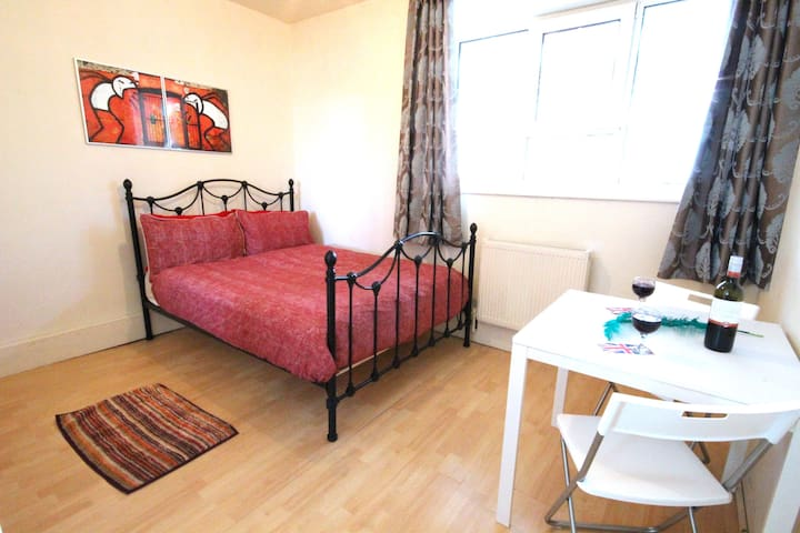 CLOSE TO LONDON EYE (28COP)