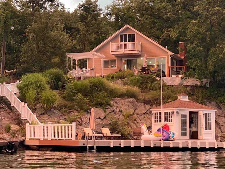 Lake house - prime location , dock , deep water