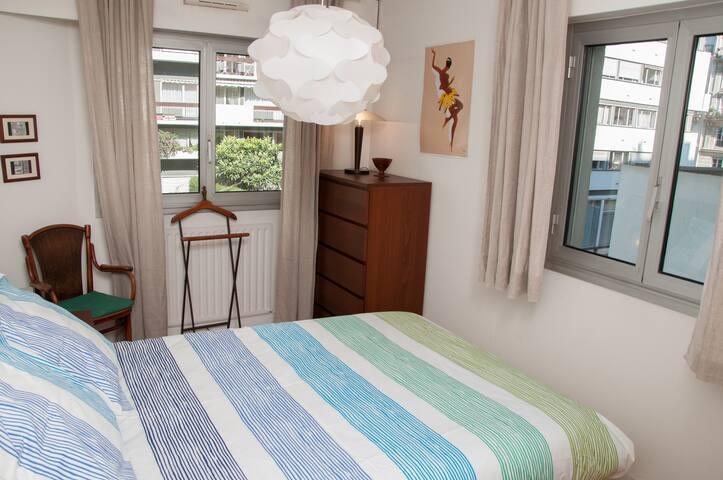 2 windows in the bedroom