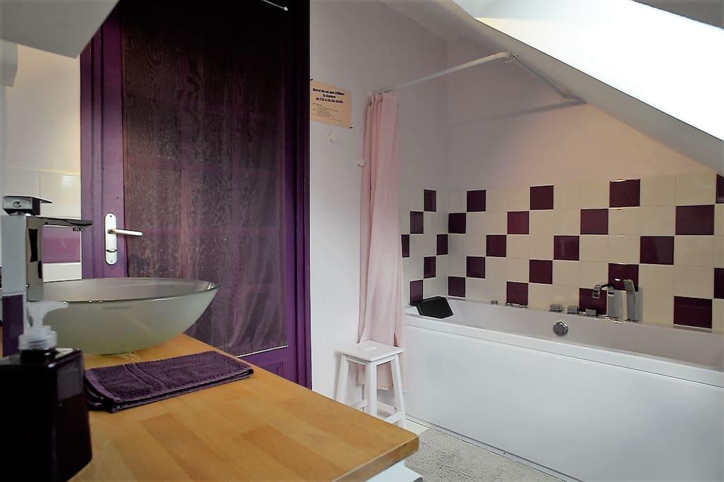 Salle de bains partagée hotes