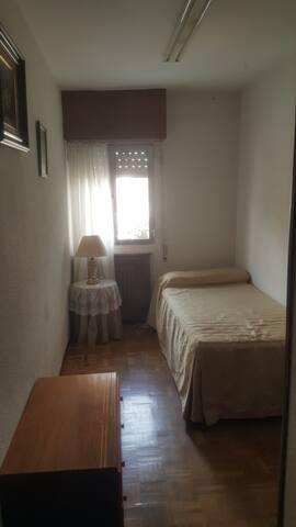 Habitación privada y desayuno. Room private!! - Madrid - Wohnung