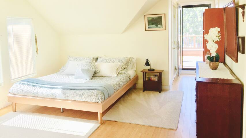 3block Walk to Beach- Master Bedroom in Carp House