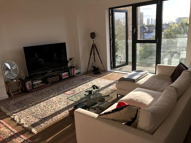 Large bright modern Shoreditch apartment+balcony!
