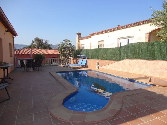 VILLA LA GAMBA, WITH PRIVATE POOL, NEAR THE BEACH
