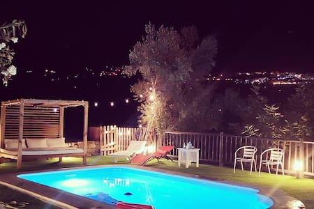 Wonderful house with amazing Jacuzzi, beach 20´