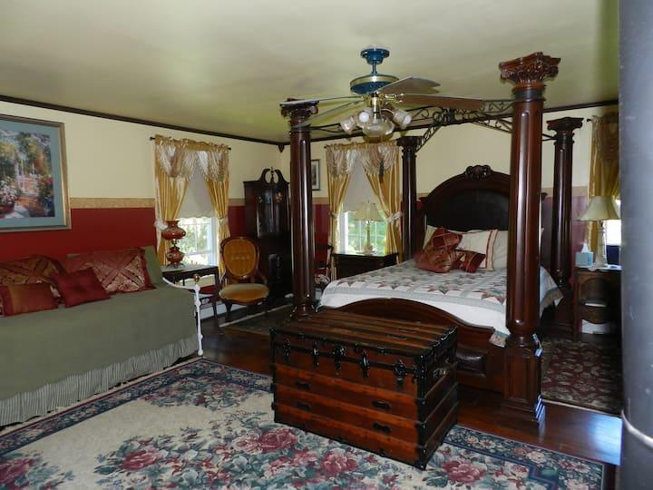 Bainbridge House B & B -Ms Scarlet room