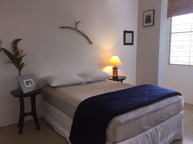 Comfy room for 2 @ Tropical Guest House