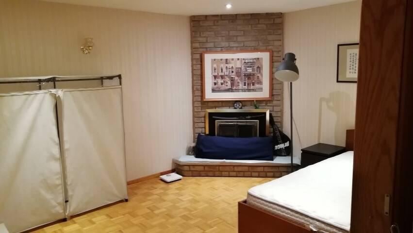 Queen bed with  bathroom & parking