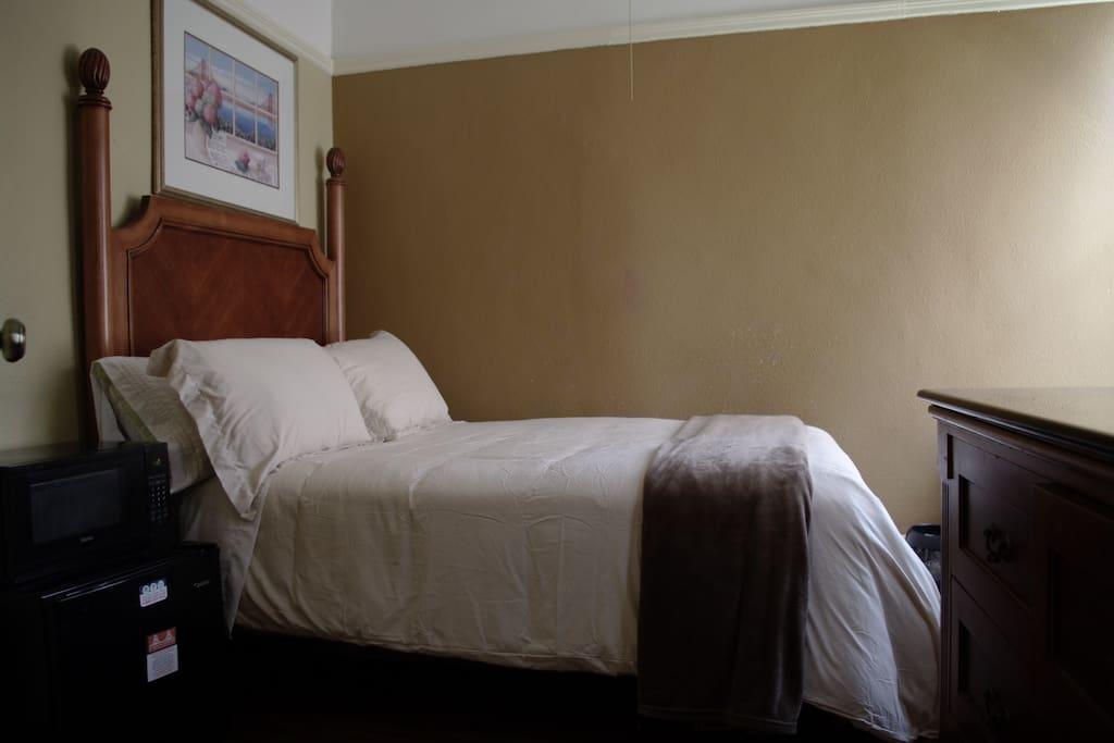 Room 102 – Full w/ Private Bath