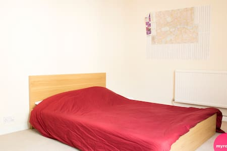 Giant room 1 minute from South Kensington - London