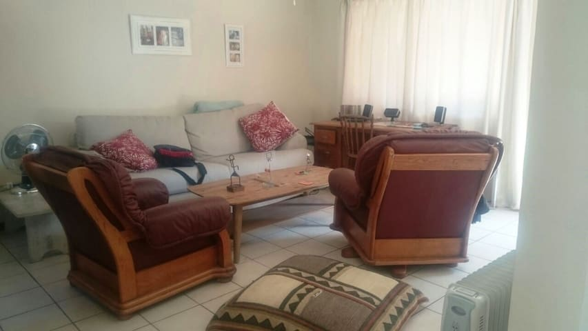 Cosy peaceful apartment with quaint garden - Potchefstroom - Flat