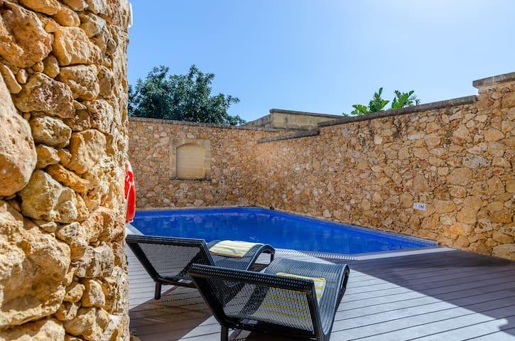 Gozo Villa near Beach w/Private Pool + AC + BBQ