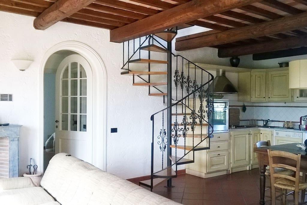 KITCHEN AND LIVING ROOM Cucina e soggiorno