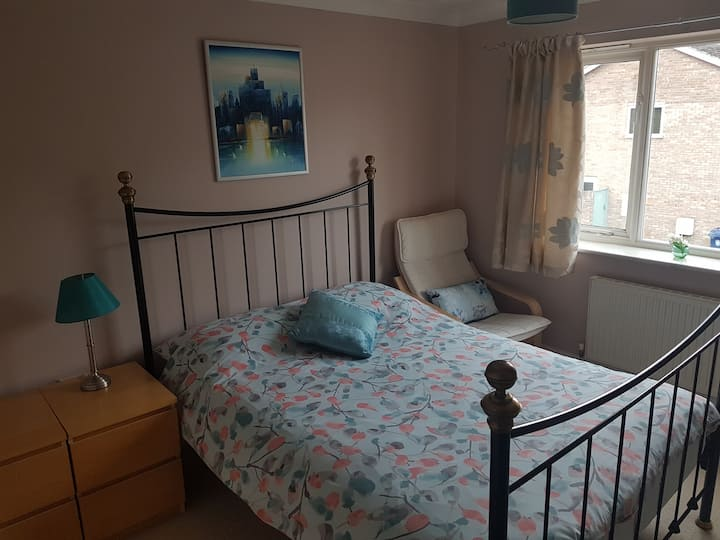 Lovely double room in modern home, near Sci Park