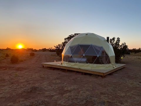 ⭐️Desert Dome Stargazing Experience w/ King Bed⭐️