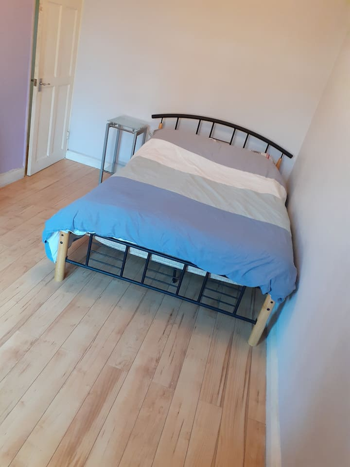 Furnished double room centrally located in Hackney