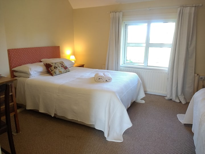 Lisieux House - Triple bedroom with ensuite