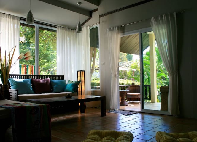 Cozy 4 br seaview villa with huge shared pool - Ko Samui - Huis