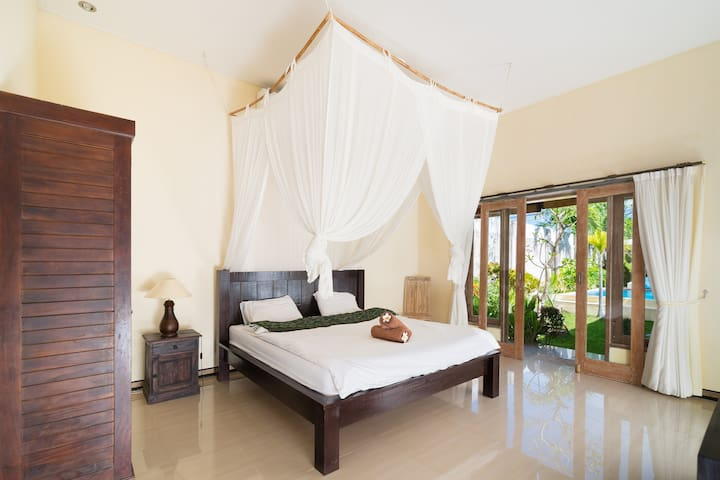VillaUTAMA 2BDR,2min WALK to Beach - North Kuta - Villa