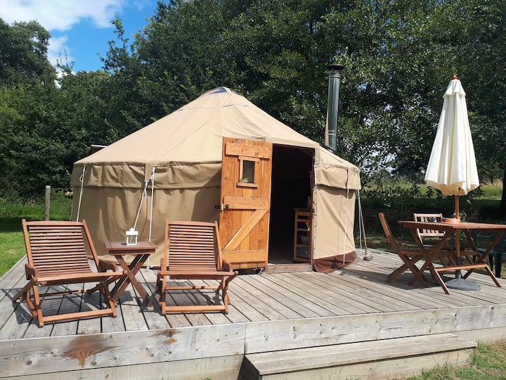 Abada Yurt in Sussex Countryside