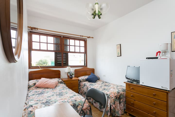 A good room with view of a Park and  Tennis place - Puertito de los Silos - Casa
