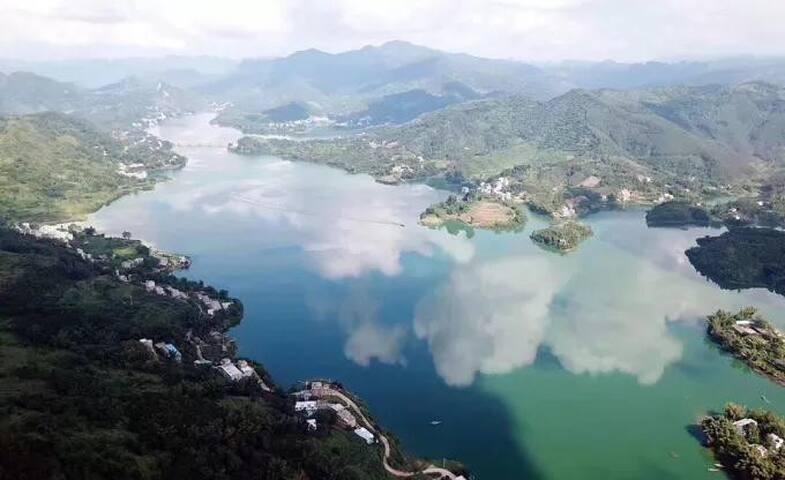 巴马赐福湖蓝兮民宿