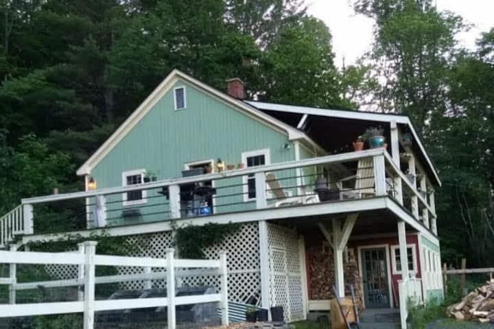Cozy Farmhouse - Mount Ascutney, Okemo & Woodstock