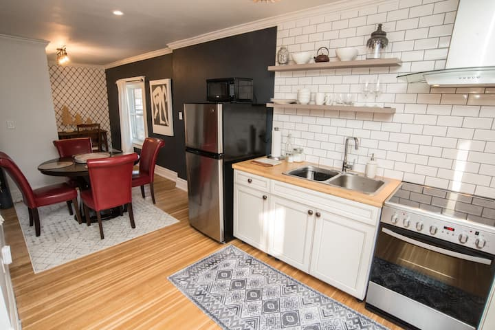 Comfort & style in the heart of Niagara!