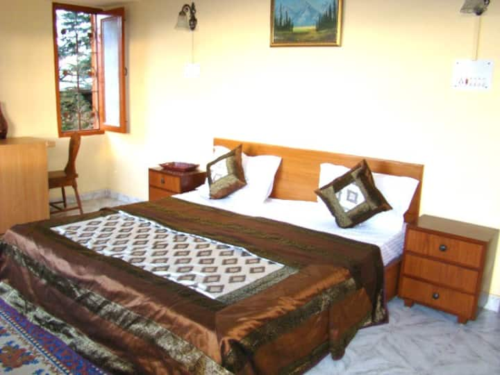 Whistling Pines Super Deluxe Suite