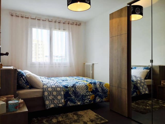 Very comfortable room close to the city center