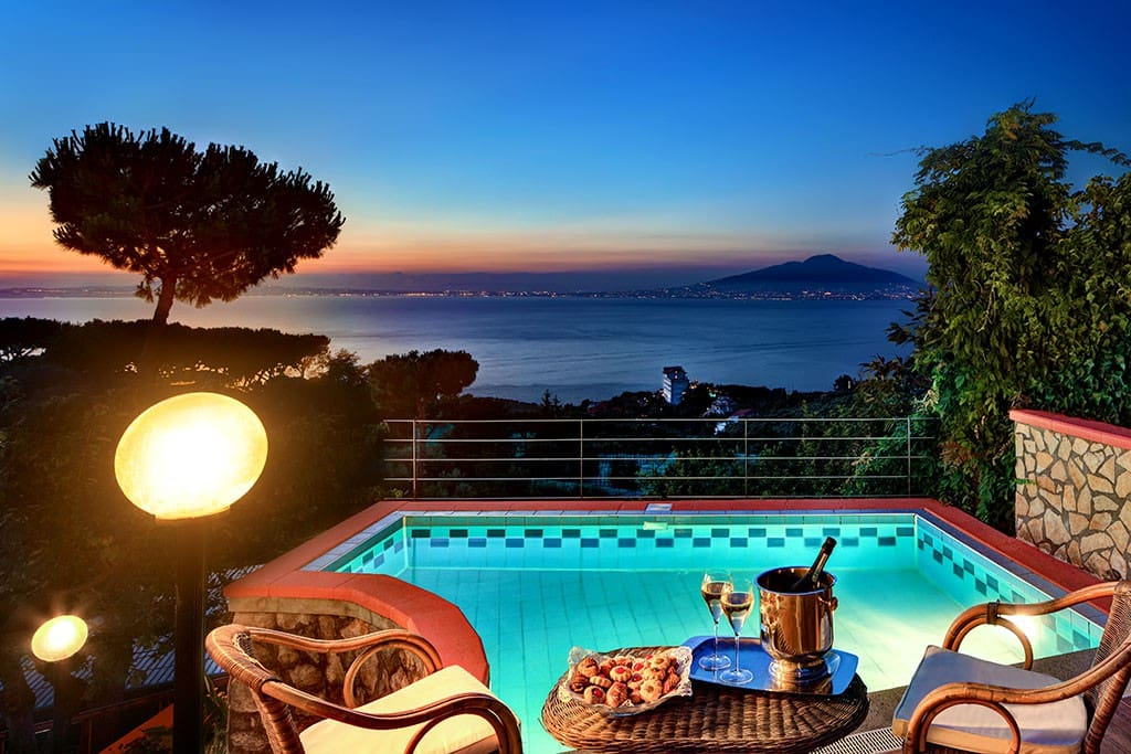 Peter 39 s house pool and sea views apartments for rent for Airbnb napoli