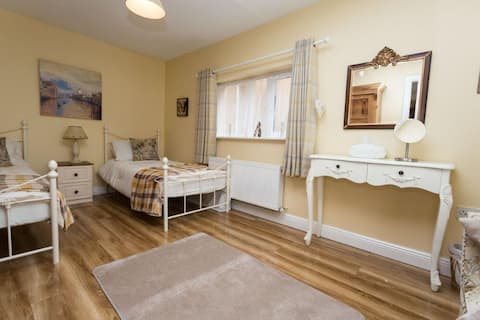 Convenient Wicklow/Rathnew suite accommodation