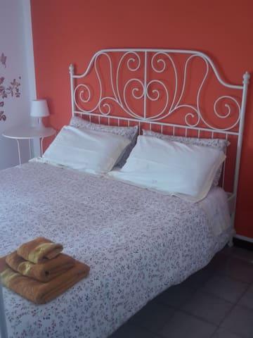 Double room with shared bathroom - Su Planu - Bed & Breakfast