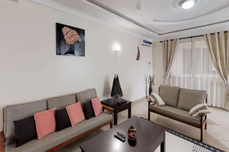 Luxury spacious Apt. 5 mins to the beach+free wifi