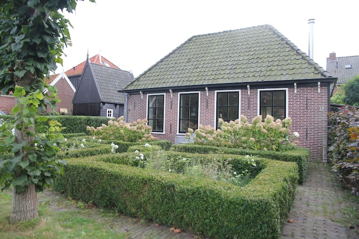 Pleasant Holiday Home in Grootschermer with Garden