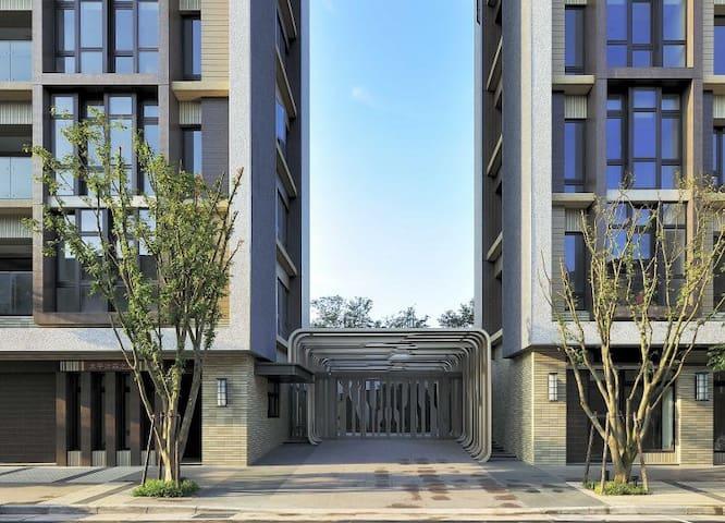 台北市頂級豪宅雅緻客房距離101 兩公里MRT後山埤500公尺 離塵不離城 交通便利購物方便