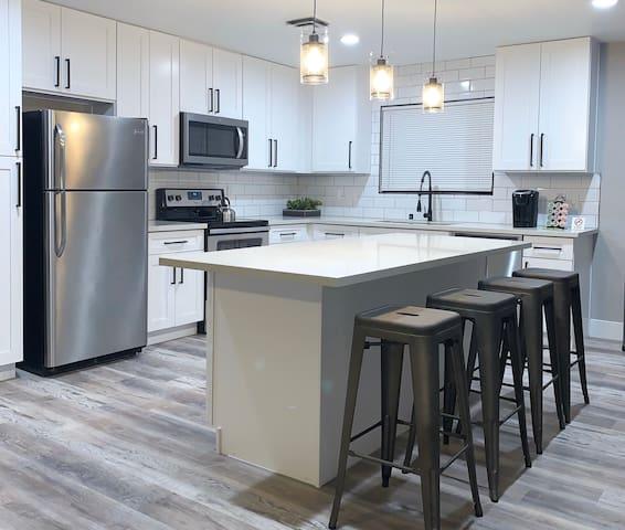 Modern Home With Pool- 5 Mins To Vegas Strip
