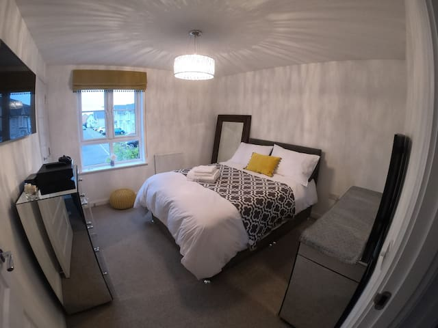 Boutique Large Double Room W, Edinburgh nr Airport