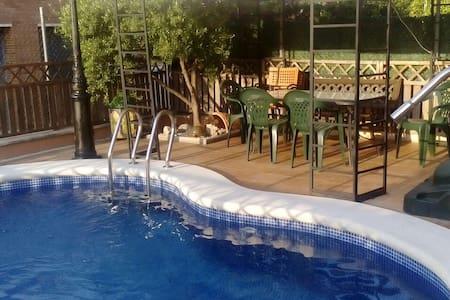 Casa actual con piscina. - Calafell